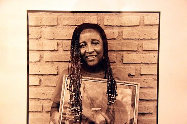 Fotografía afro-boliviana con conciencia e identidad – Carmen Angola en la Manzana 1