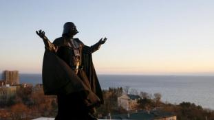 Maga vasalja köpenyét az ukrán Darth Vader – képek