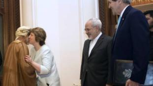 Az ománi külügyminiszter csókja és a kommentháború