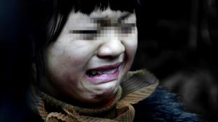 Közellenség a saját falujában egy 8 éves kisfiú