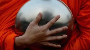 Hol marad az erőszakmentesség? – Buddhista szerzetes pofozkodott a vonaton