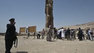 3200 év után újra áll a Fáraó szobra Luxorban