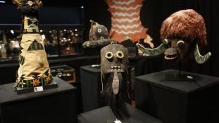 Visszavásárolták az indián maszkokat