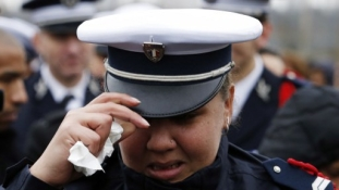 Öngyilkos lett az áldozatok rokonait értesítő francia rendőr