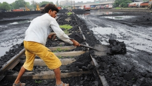Elkezdődik a szénbányászat óvatos privatizációja Indiában