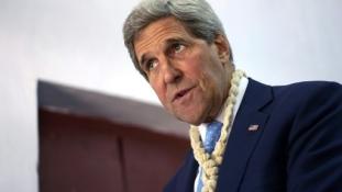 Kerry amerikai külügyminiszter Párizsba látogat