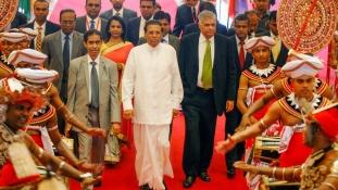 Felülvizsgálják a drága infrastruktúra projekteket Sri Lankán