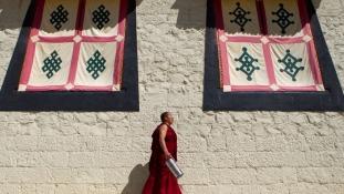 170 gyereket nevel egy szerzetes