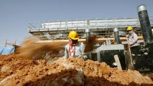 Iráni-szaúdi olajár-bírkózás