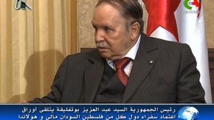 Bouteflika elnök is nyugtatgatja a palagáz ellen tüntetőket