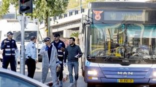 Késelés egy tel-avivi autóbuszon