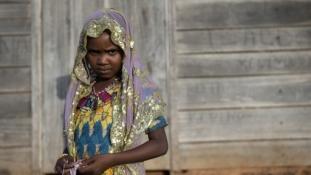 Elítéltek egy apát, mert férjhez akarta adni 11 éves kislányát