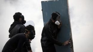 Szinte megállás nélkül tüntetnek Bahreinben