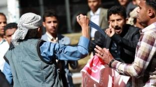 Bukott a kormány és káosz fenyeget  Jemenben