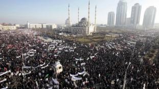 Egymillió dühös csecsen tüntetett a karikatúrák ellen?