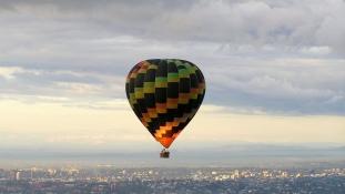 Világrekord hőlégballonnal a Csendes-óceán felett