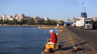 Görögország nem adja el Pireusz kikötőjét Kínának