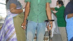 Biciklipumpával gyógyít egy indiai orvos