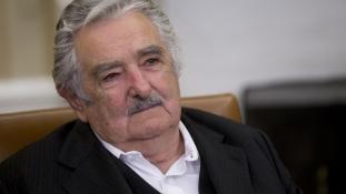 Öt év alatt ötszázezer dollárt adományozott fizetéséből Mujica