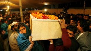 Pakisztánban fellendült a koporsóipar