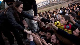 Angelina Jolie cselekvésre szólítja fel a világ vezetőit