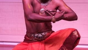 Különleges gesztusok és ritmusok egy indiai táncművésztől