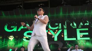 Dollármilliomos a matekprofesszor, aki Gangnam stílusban tanít