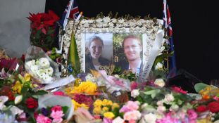 Térden állva lőtték fejbe a sydney-i túszdráma egyik áldozatát