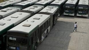 Ismét a buszjegy ára vitt ezreket az utcára