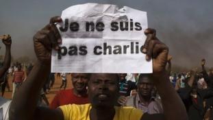 Emberek égtek meg a felgyújtott keresztény templomokban, Nigerben