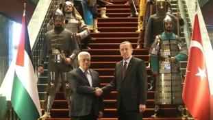 Erdogan oszmánkori díszlettel fogadta Abbászt