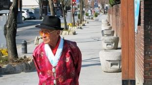 Idősek gondoznak öregeket Dél-Koreában