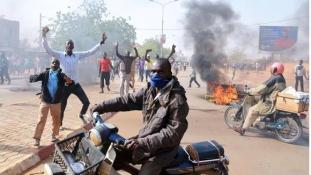 45 keresztény templomot gyújtottak fel a Charlie Hebdo miatt Nigerben