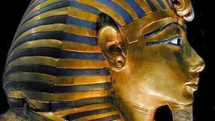 Letört Tutanhamon szakálla. De visszaragasztották