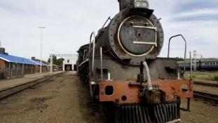 Hosszú távon új mozdony, rövidtávon tolvajstop