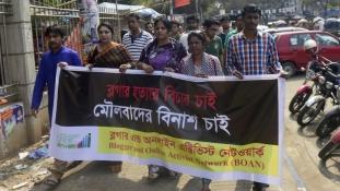 Bozótvágó késsel végeztek egy szabadgondolkodó bloggerrel Bangladesben