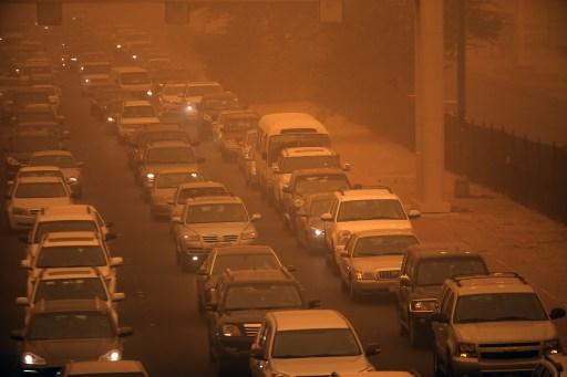Homokvihar miatt kellett lezárni a Szuezi-csatornát
