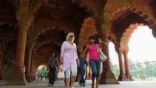 Az idegenvezető megerőszakolt egy japán turistát Indiában