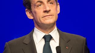 Mit keres Sarkozy exelnök Abu Dhabiban?