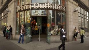A holokausztra emlékeztető pólót árul az Urban Outfitters
