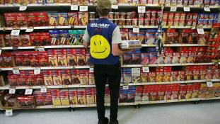 Béremelés Amerika legnagyobb munkaadójánál – 10 dollár lesz a minimálbér a Wal-martnál