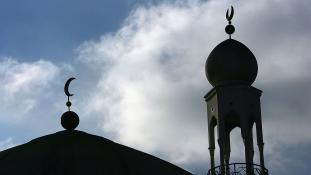 Miért tartóztatták le a népszerű üzbég imámot Kirgizisztánban?