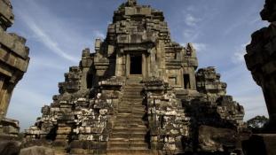 Meztelenül Angkorban