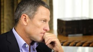 Lance Armstrong most az autóbalesetéről nem mondott igazat