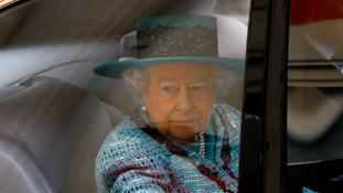 Kanadában továbbra is a királynőre kell felesküdni