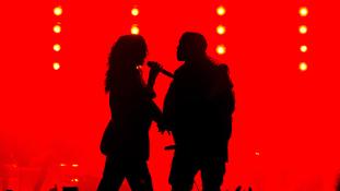McCartney, West és Rihanna egy színpadon
