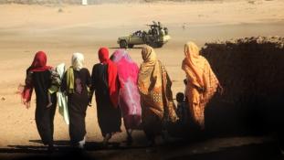 Több mint 200 nőt és kislányt erőszakoltak meg Darfurban