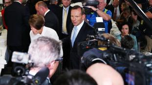 Tony Abbott védekezésre kényszerül