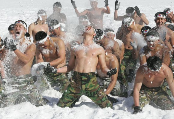 covering-themselves-with-snow-helps-soldiers-to-strengthen-both-physical-power-and-psychological-fortitude