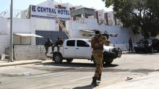 Véres merénylet egy mogadishui szálloda ellen